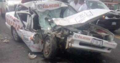 Un taxista muerto y dos heridos deja choque en Villa Victoria
