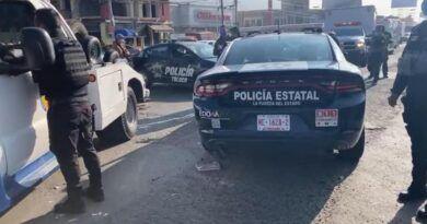 Tres lesionados deja choque entre una patrulla y un auto en Toluca