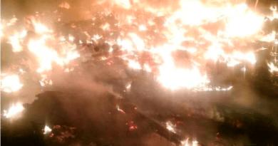Sofocan incendio en tiradero del Bordo de Xochiaca en Neza; no hay lesionados