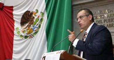 Denuncia Ariel Juárez intimidación del Estado previo a su intervención en tribuna