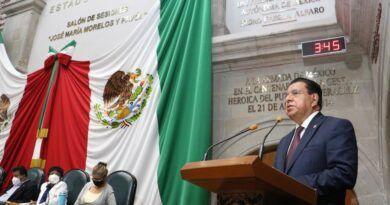 Ernesto Nemer, se excede ante el Poder Legislativo
