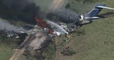 Solo un herido tras caer avión en Houston, Texas; viajaban 21