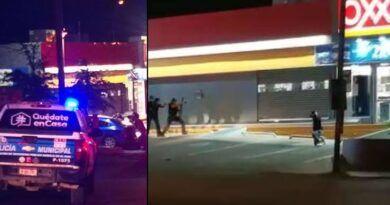 En Chihuahua asaltan tienda Oxxo y toman a clientes de rehenes